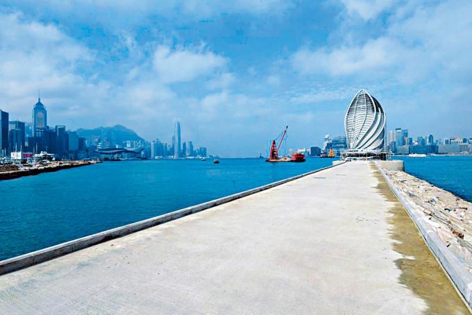 銅鑼灣避風塘東防波堤有望下一季開放。