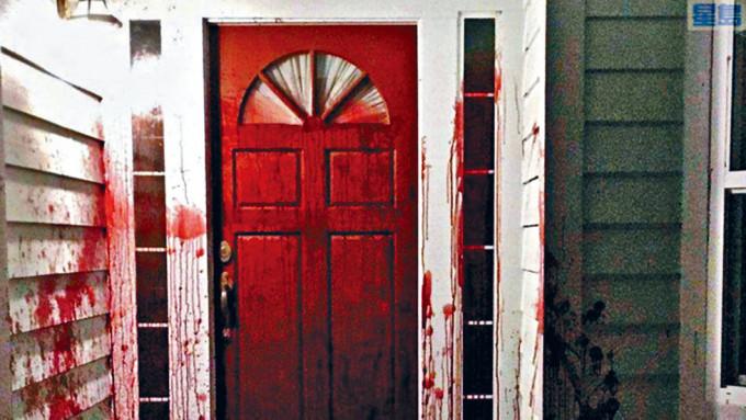 辯方專家證人布羅德的舊居遭淋豬血。