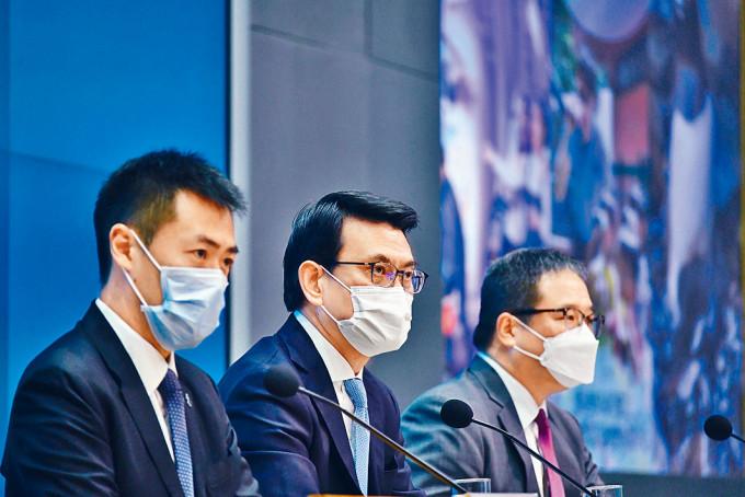 旅遊事務專員黃智祖(右),將於五月一日起出任海洋公園行政總裁。
