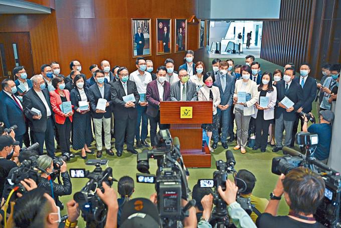 立法會議員相信完善選舉制度後,香港有條件發展經濟及改善民生。