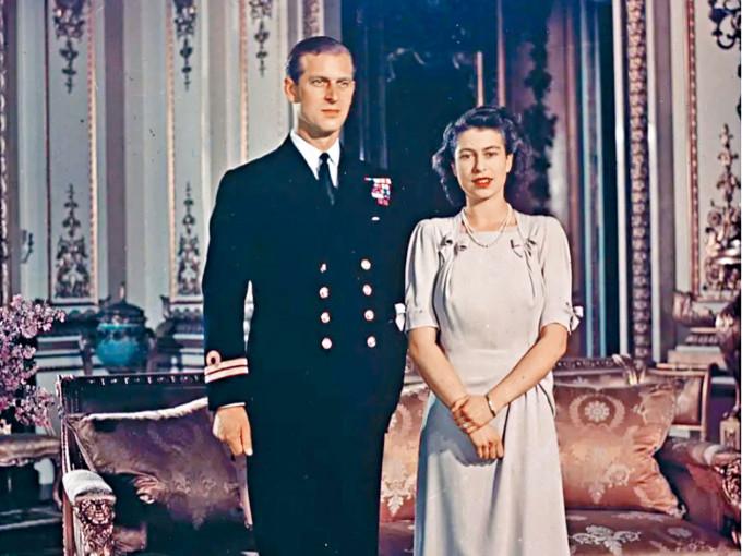 英女皇與菲臘親王攝於一九四七年。