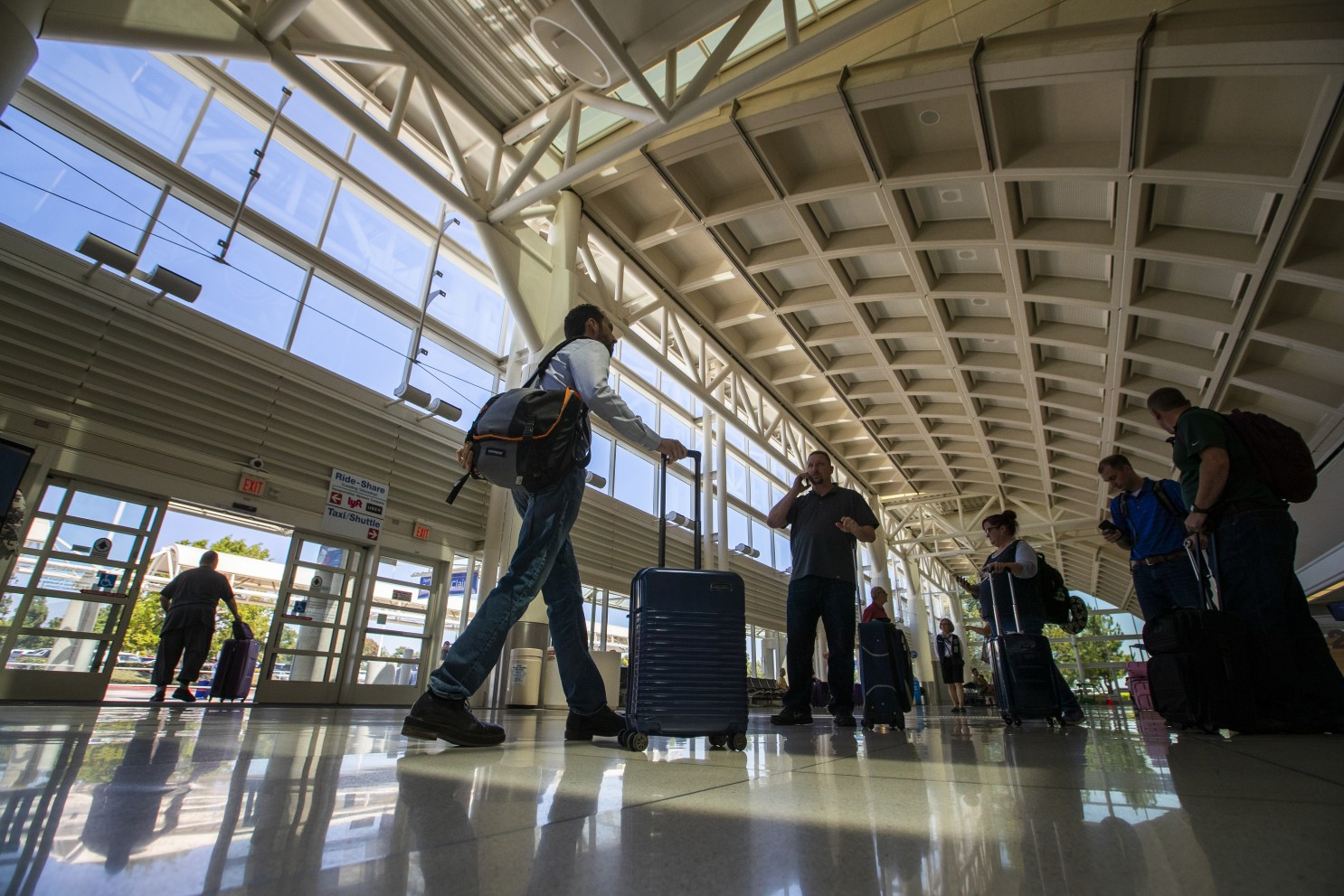 夏威夷州宣布從洛杉磯安大略機場和台灣前往的旅客,只要72小時內做新冠測試,抵達後不用隔離10天。CBS