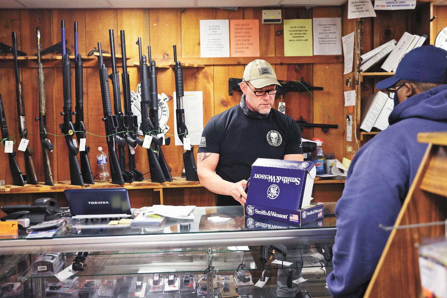美國總統拜登8日採取上任以來的首個控槍行動,一口氣簽署共6個行政令,旨在解決槍械暴力在全國氾濫問題。法新社