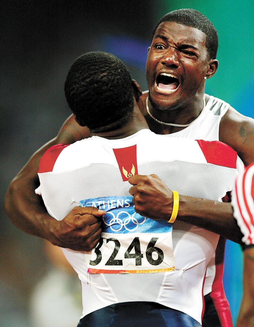 加特林(後)2004年奧運會奪冠後擁抱隊友。資料圖片