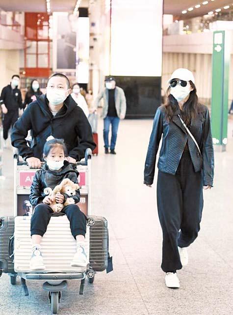 梅婷與家人現身機場。 網上圖片