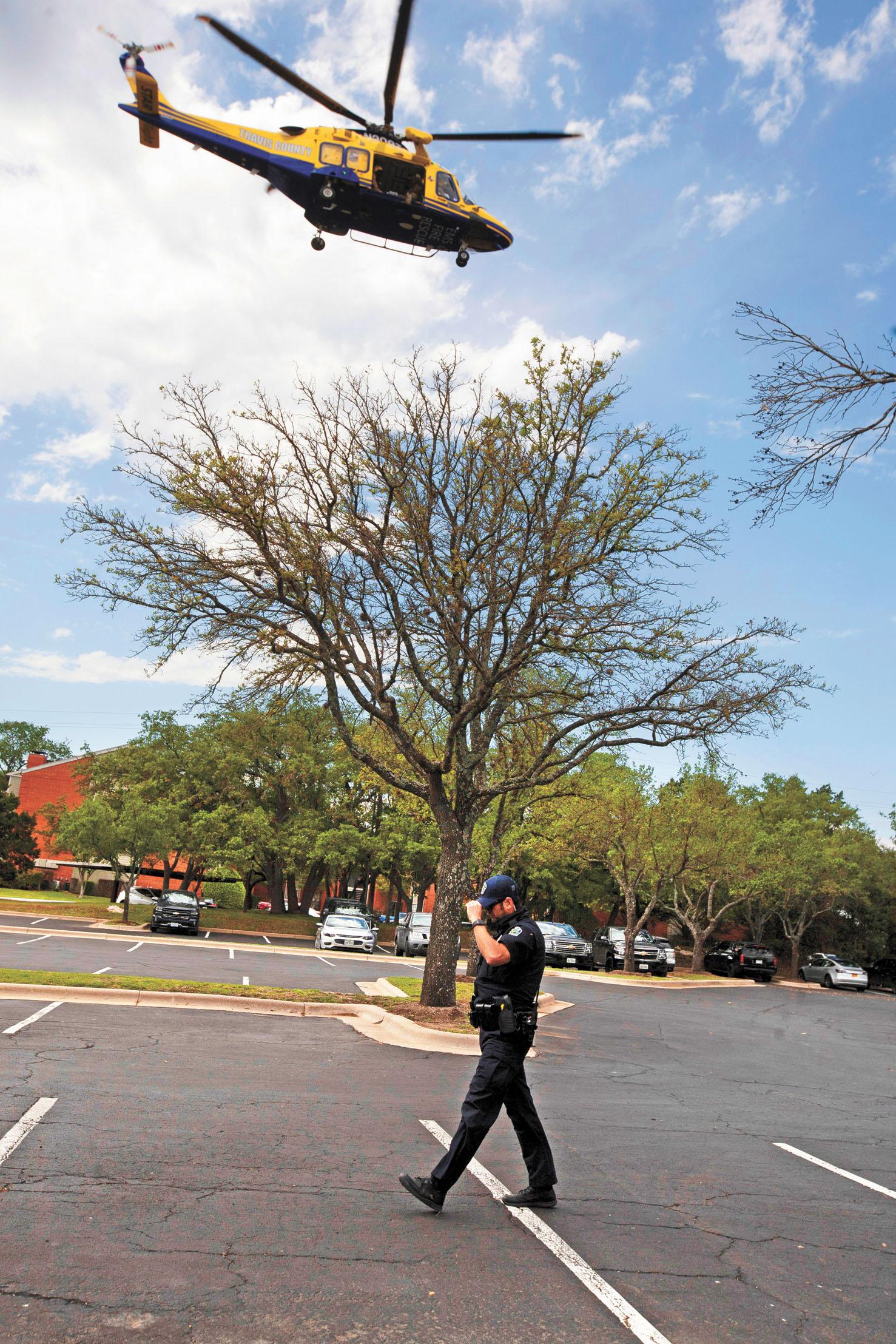警方直升機在出事現場盤旋。路透社