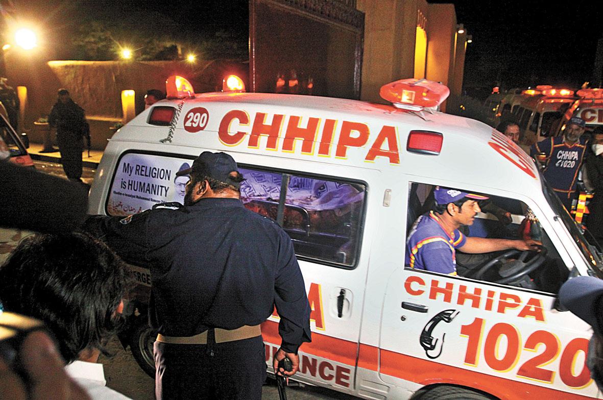 救護車趕赴現場。美聯社