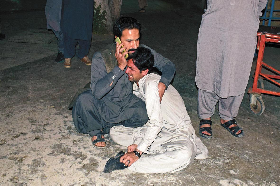 遇難者家屬痛哭。美聯社