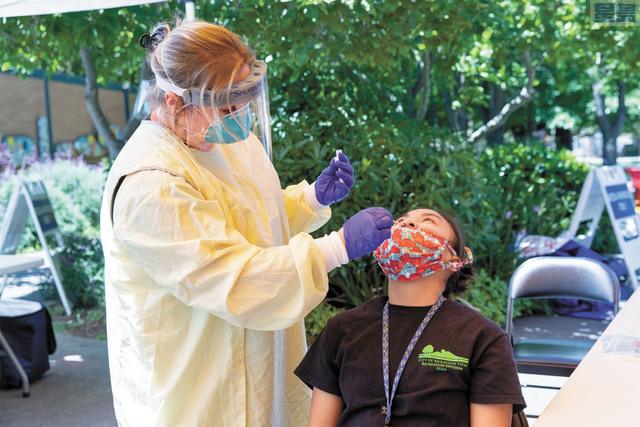 加州民眾參與新冠病毒檢測率大降,專家憂心。資料圖片