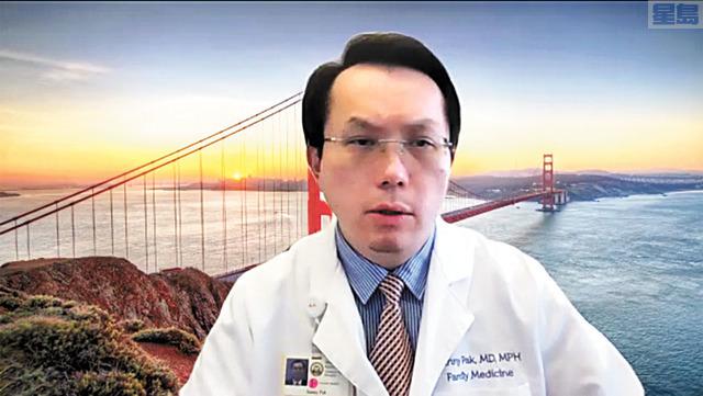 白幹榮醫生為市民解釋強生疫苗的狀況。記者李兆庭截屏