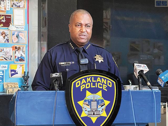 屋崙警察局長阿姆斯特朗緊鎖眉頭表示,全市整體都面臨治安危機。記者張曼琳攝