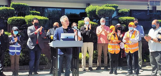 密爾勃雷市議員馮嘉輝在密爾勃雷市政廳發起大規模反仇視亞裔集會遊行。記者李兆庭攝