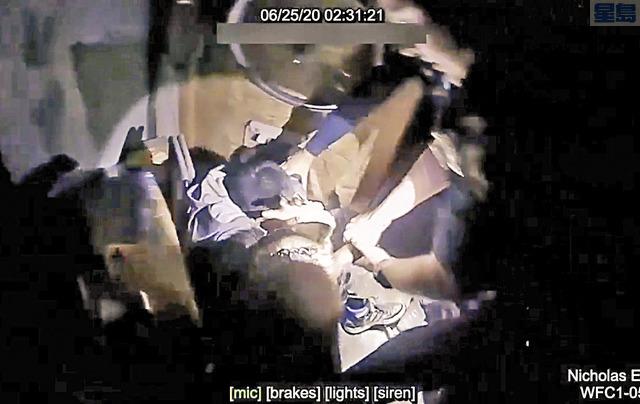 聖縣檢察官對警犬咬人案涉事警官不起訴。圖為警方公佈警犬咬人視頻。資料圖片