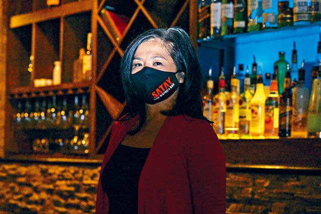 ■紐約聯儲銀行和樂齡會(AARP)調查發現,45歲以上人士擁有的小企業在疫情中遭到更大的打擊,而亞裔擁有的這類企業更是所有族裔中情況最嚴重的。圖為亞裔Miss Low擁有的餐廳。路透社