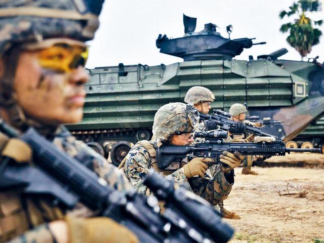 ■總統拜登提出上任後首份財政預算,當中國防開支微增1.7%。圖為海軍陸戰隊去年在泰國進行演習,以應付南海局勢。    資料圖片
