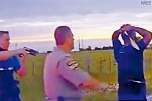 ■奧斯汀3人被槍殺案,經警方20小時大規模追緝後,終捕獲曾任職警察的41歲疑兇布羅德里克(右)。    電視屏幕截圖