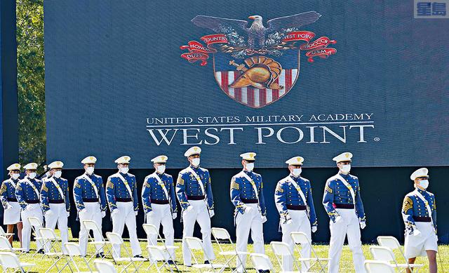 西點軍校去年爆出大規模的作弊醜聞,61名學員遭被裁定有罪的學員中,51人須重讀一年,2人重讀6個月,8人被開除。    美聯社