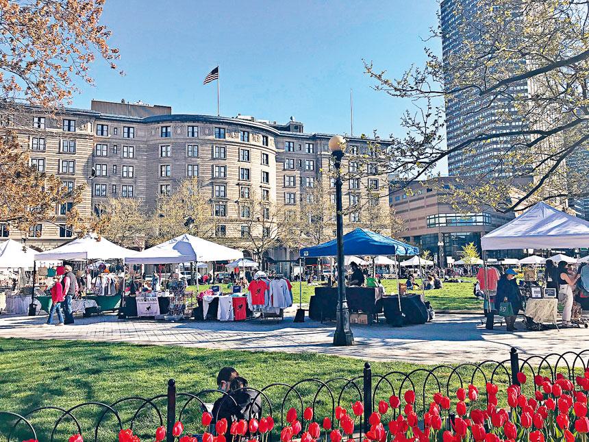 每周六舉辦並持續到11月份的波士頓露天市場,已經於5月1日在波士頓科普利廣場(Copley Square)正式開放運營。溫友平攝