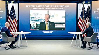 州長查理貝克在星期二的活動中與拜登總統交談。視頻截圖