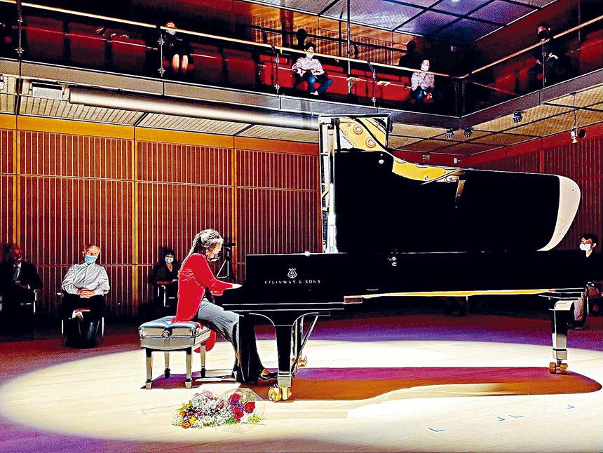 鋼琴家徐小培在現場演奏。主辦方供圖