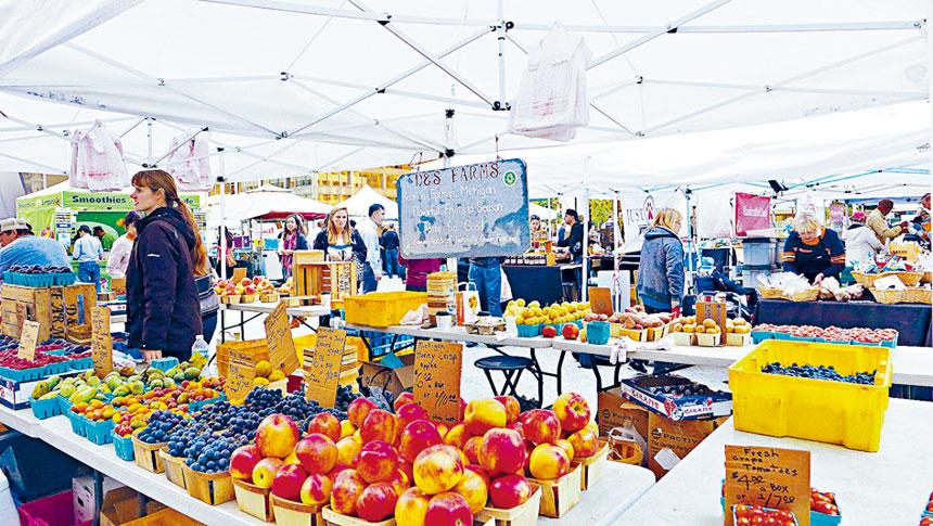 夏天到秋天極受到民眾熱捧的農夫市場,有望在六月間重新開放。本報檔案照、記者梁敏育攝