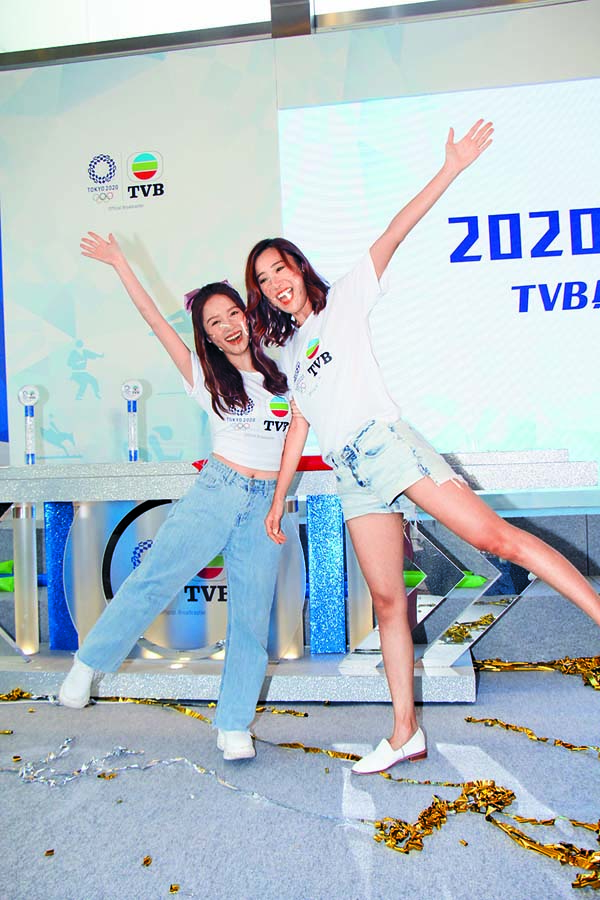 ■ 鄺潔盈(左)、朱智賢 對於能參與奧 運節目都表示 興奮。