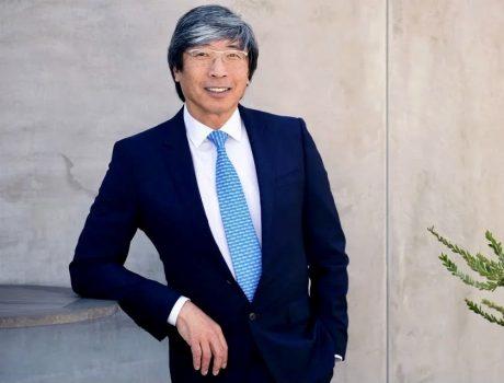 華裔富商「洛杉磯時報」老闆黃馨祥 捐贈2.13億美元助南非生產新冠疫苗