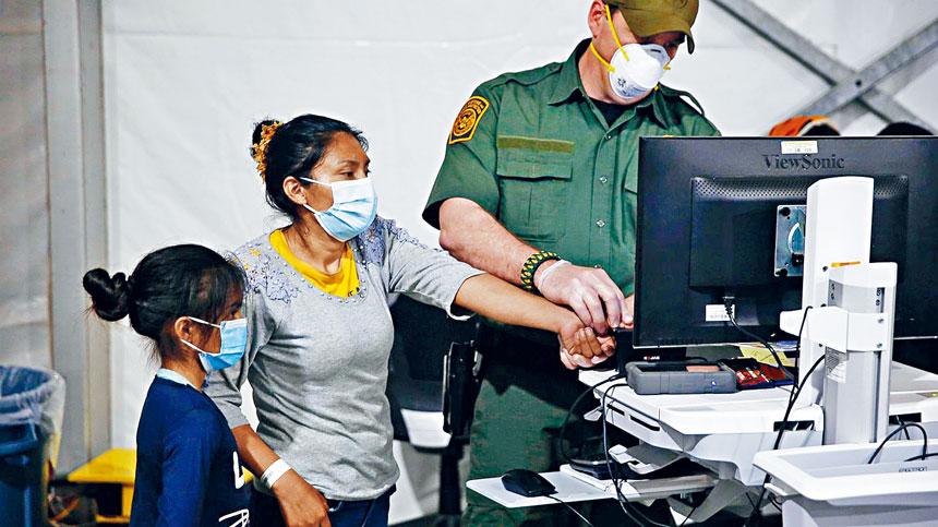 拜登政府宣布取消,前政府擬收集移民生物信息的計劃,特朗普政府當時稱,這計劃收集的數據有助改善安全審查,幫助減少欺詐。電視屏幕截圖