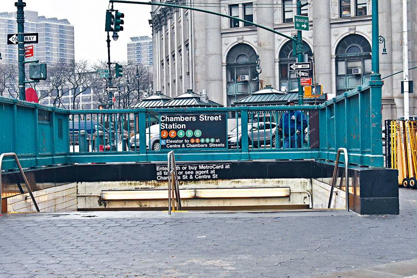 位於下東城的暫把街車站周日晚間發生一起無端捅人案件。