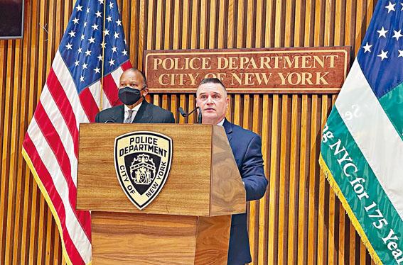 市警警探部警司艾斯格在12日記者會上,對穆罕默德被捕經過做以說明。