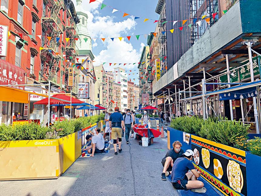 華埠勿街去年夏季開放的街道吸引了不少市民。資料圖片