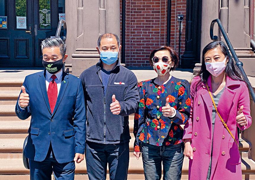 紐約州參議員劉醇逸背書崔容準(左一),楊愛倫(右二)和黃敏儀(右一)競選紐約市議會法拉盛20選市議員。