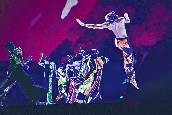 雲門舞集藝術總監鄭宗龍作品《十三聲》,解密舞作背後來自台灣各地常民文化的音樂與色彩。