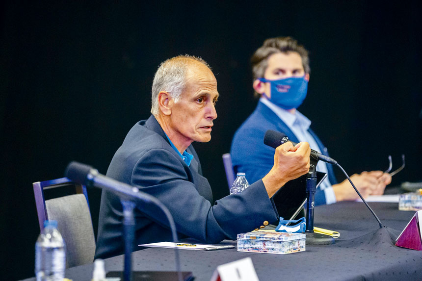 施瓦茨被指曾致電給縣高管,問他們是否會要求柯謨辭職下台。州長辦公室圖片