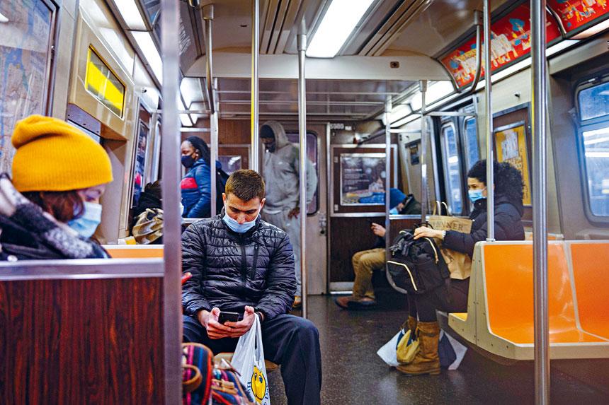 以乘客人均地鐵犯罪率計算,目前犯罪水平高於疫情大流行前。Jeenah Moon/紐約時報