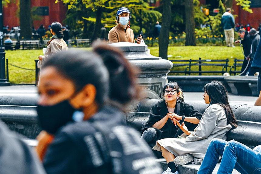 在疫情期間,公園成為不少人聚集的熱門地方。美聯社