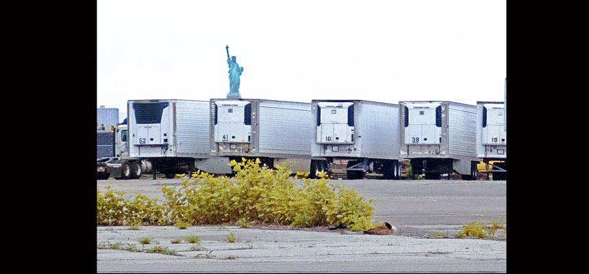 目前仍有多達750具屍體保存在以冷藏貨櫃改裝成的臨時停屍間。美聯社