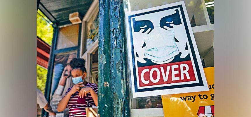 紐約州至今仍未放寬口罩指南。美聯社