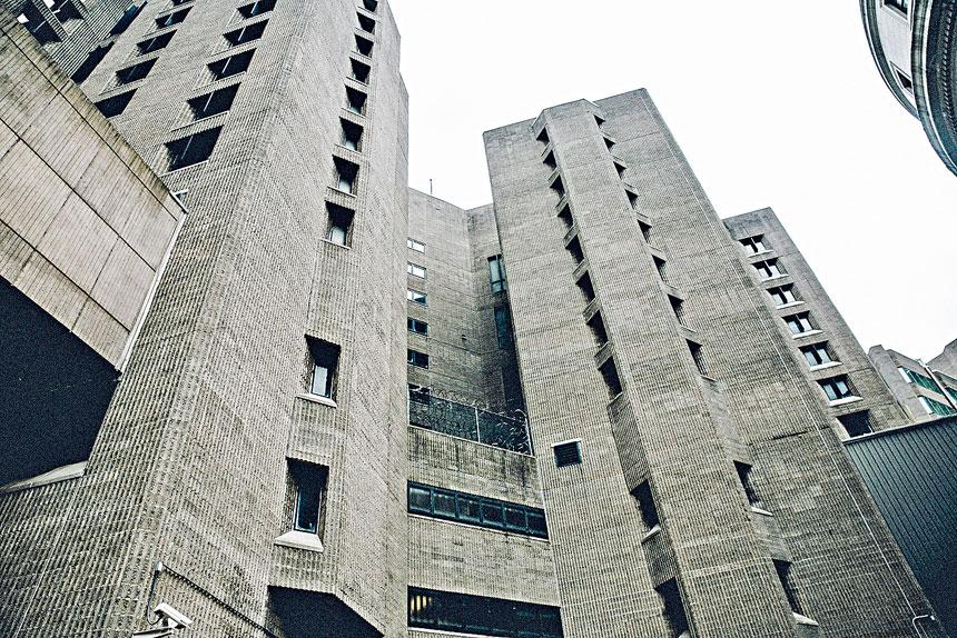 富豪愛潑斯坦(Jeffrey Epstein)在大都會懲教中心上吊自殺。Haruka Sakaguchi/紐約時報