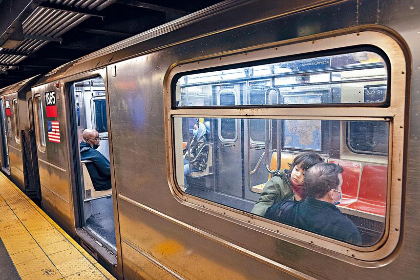 白思豪強調,紐約市地鐵安全,也是重啟經濟的主要部分。James Estrin/紐約時報