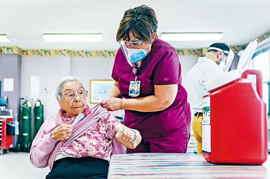 目前65至74歲人口中,有70%以上已得到完全免疫。Christopher Occhicone/紐約時報