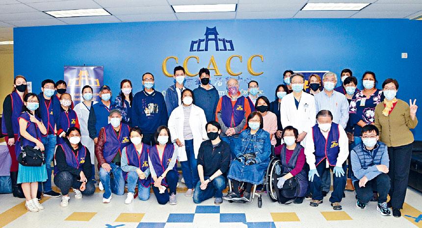 4月24日疫苗接種服務現場的義務工作人員。