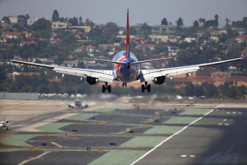 空中交通漸趨繁忙,聖地牙哥機場重啟接機等待停車區。聖地牙哥論壇報