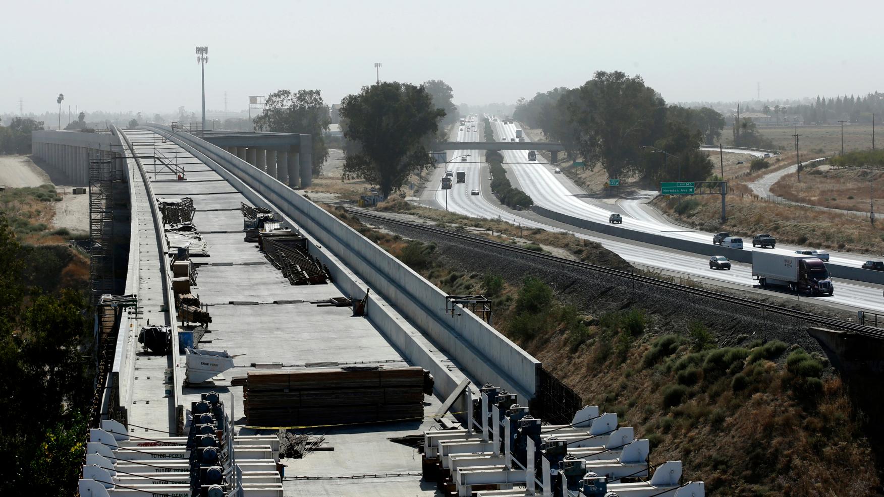 加州高鐵位於加州中谷大城佛斯盧(Fresno)的高架橋建設工程。美聯社