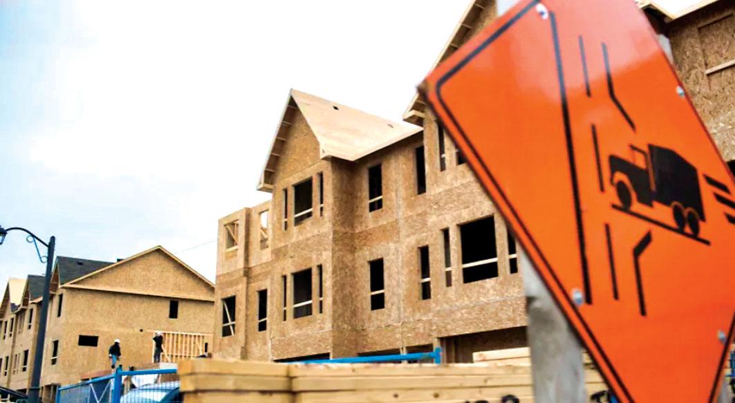 ■多市議員動議促請聯邦政府穩定建材原木價格。CBC