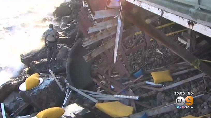 海邊民宅陽台突然倒塌,十多人跌落15呎高岩石沙堆中。CBSLA