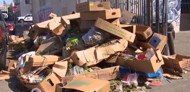 母親節當週,洛市街頭上出現許多花卉廢材。NBC 4