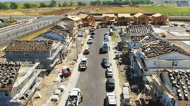 普萊塞縣最大城市羅斯維爾近年來大興土木建屋。沙加緬度蜂報