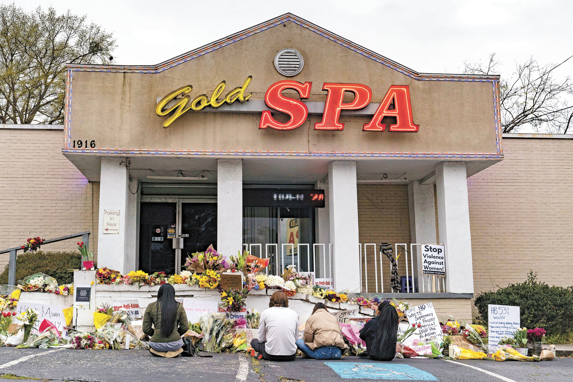 22歲朗格今年3月血洗亞特蘭大地區3家水療院,引發美國多地舉行遊行集會,抗議針對亞裔的歧視行為和仇恨犯罪(小圖)。資料圖片