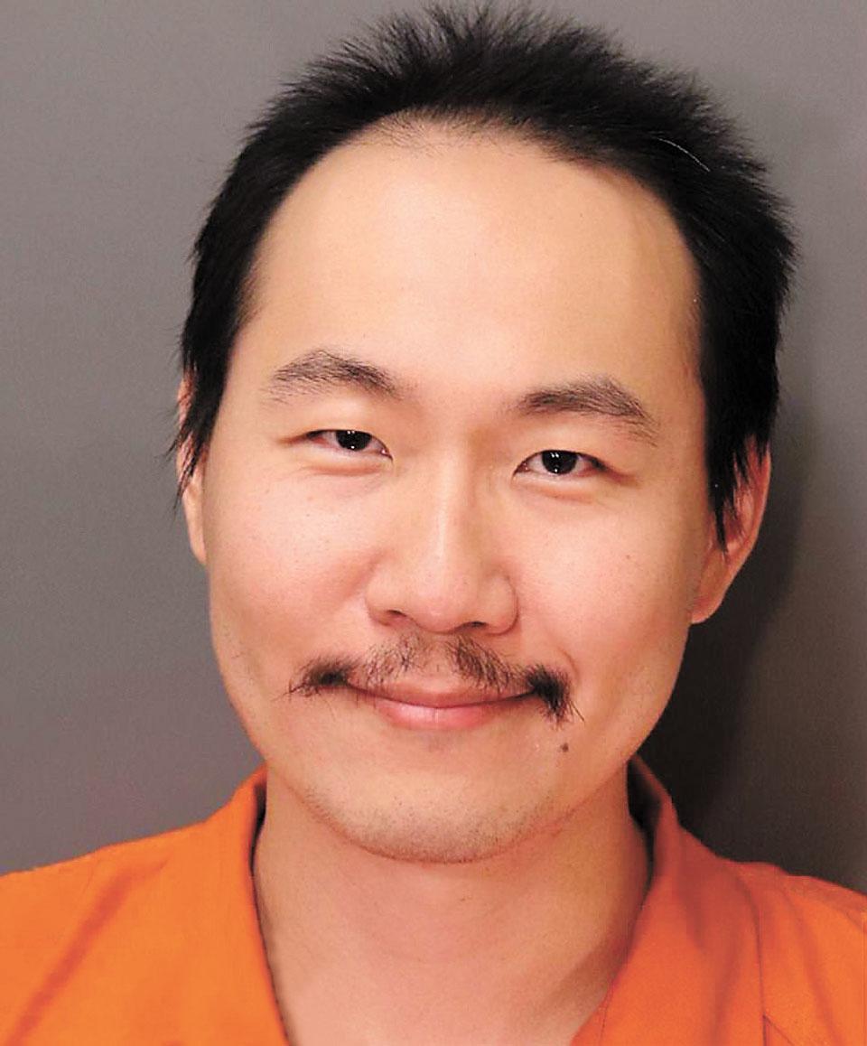 麻省理工學院研究生潘勤宣涉嫌今年2月殺死一名耶魯大學華裔研究生後逃逸,14日潘勤宣被捕時面露挑釁笑容。網上圖片